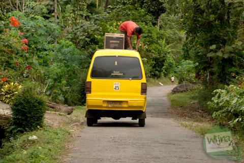 alternatif solusi untuk menyelesaikan masalah ketersediaan angkutan umum dari kota menuju desa
