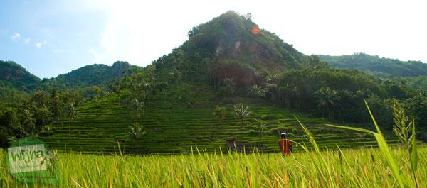 Suvenir paksa oleh warga lokal di kawasan wisata danau batur di Bali