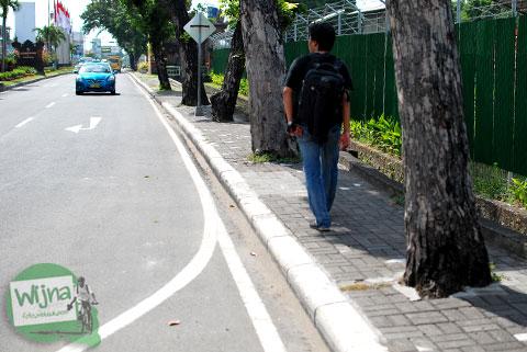 Trotoar pejalan kaki di kota Denpasar Bali