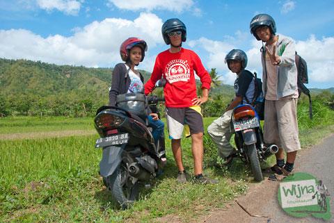 jalan-jalan di Bantul bersama turis Perancis Jeane ditemani wanita seksi Dian Natalia dari Jogja