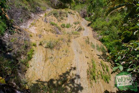 penampakan air terjun senthong di Pundong, Bantul saat musim kemarau