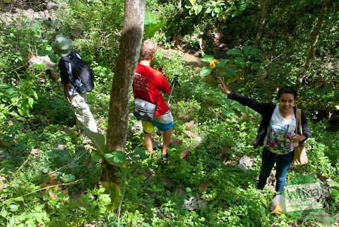 cewek Jogja berpose seksi di dalam hutan wilayah Bantul
