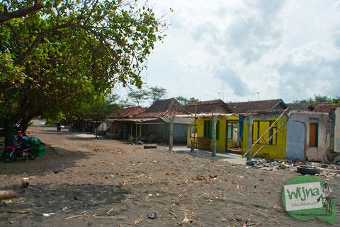 Pemukiman hantu di dekat Pantai Samas sebagai tempat menyepi