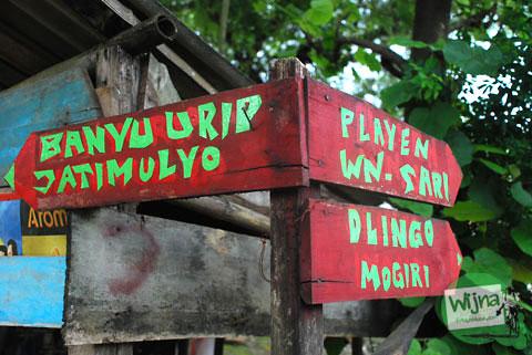 papan petunjuk arah menuju sendang banyu urip di Dlingo, Bantul