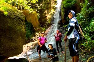 Thumbnail artikel blog berjudul Kurang Kerjaan di Air Terjun Tritis Prambanan