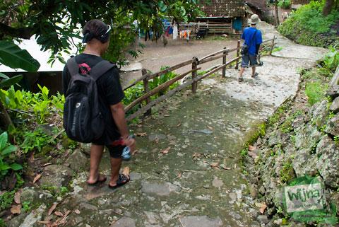 berjalan kaki di dusun kedung miri Imogiri dan mengenal seluk-beluk kehidupan warga yang tinggal di pedesaan Yogyakarta