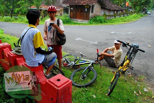 mencari lokasi grojogan pulosari krebet yang tersembunyi dengan bantuan internet smartphone Bantul