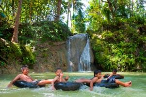 Asyiknya Main Air di Kedung Pengilon Bangunjiwo