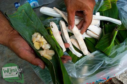 Makanan tape singkong khas gunungkidul yang terkenal enak, murah, dan banyak dicari wisatawan