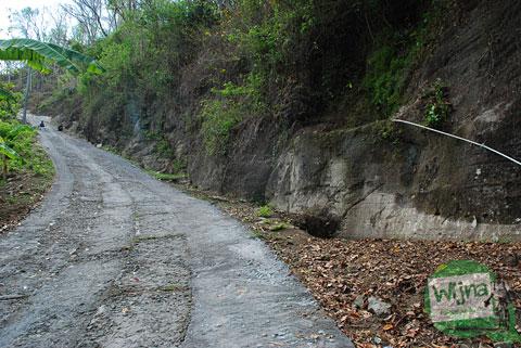 Ruas jalan di tanjakan klegung, Gunungkidul yang sama sekali tidak bisa dilalui oleh kendaraan