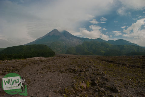 Hamparan pasir di Kaliadem, Cangkringan pasca erupsi Merapi