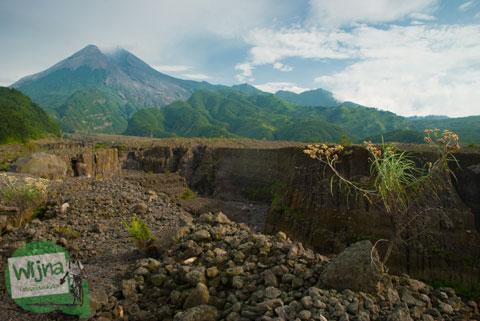 Rute lava tour naik jeep di seputar lereng Merapi arah Kaliadem dan Rumah Mbah maridjan