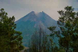Thumbnail untuk artikel blog berjudul Merapi di Penghujung 2013