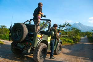 Hunting Foto Lebaran 2013: Wisata Jeep Willys di Merapi