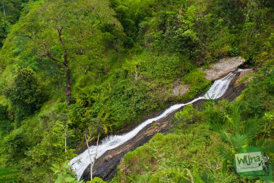 aliran sungai nabag di puncak perbukitan menoreh, Purworejo yang membentuk air terjun