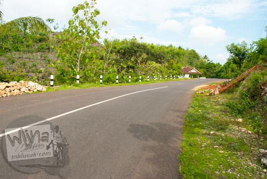 Kondisi jalan alternatif pantai selatan jawa Yogyakarta menuju ke Laut Bekah, Purwosari, Gunungkidul pada tahun 2012