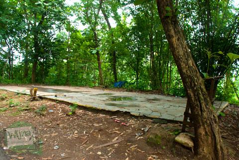 lapangan rusak tak terawat yang ada di pinggir jalan Tanjakan Petir – Umbulsari alternatif rute ke pathuk gunungkidul