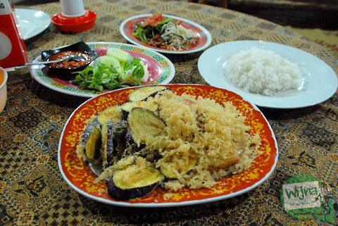 sajian khas rumah makan plecing kangkung baluran di baciro dekat stasiun lempuyangan jogja