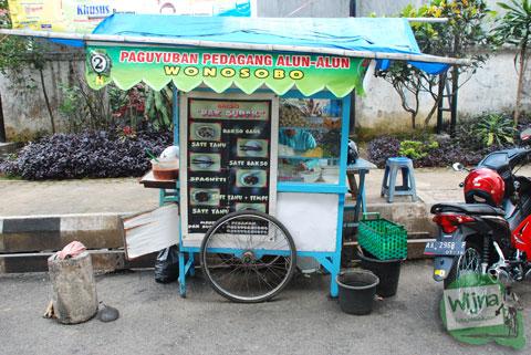 gerobak penjual sate tahu yang enak dan murah di dekat alun-alun wonosobo