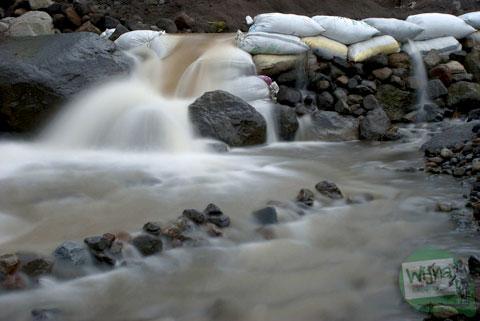 Aliran sungai Kali Kuning di Sleman, Yogyakarta