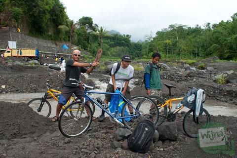 Bersepeda ke Kali Kuning melihat aktivitas penambang pasir di tahun 2013