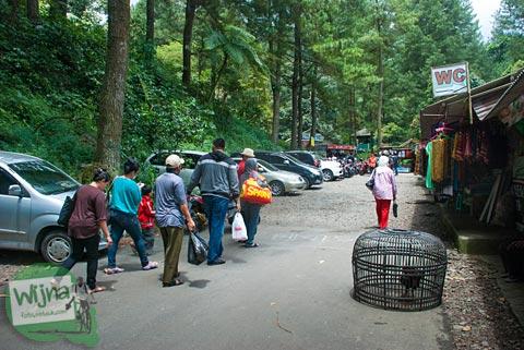 banyak pungutan di kawasan Curug Nangka Bogor