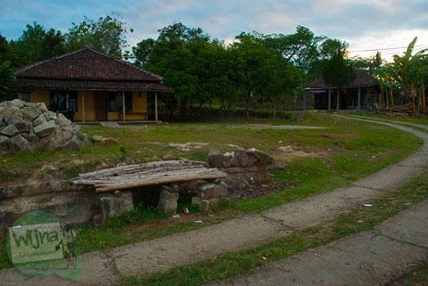 Rumah sederhana Pak Riyadi dan Senja di Bukit Gayamharjo, Prambanan