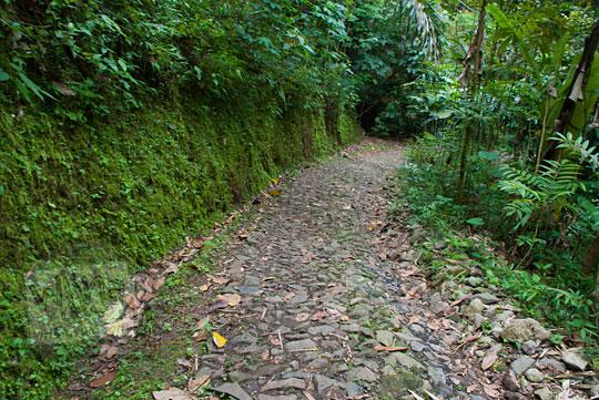 Jalan rusak menuju Dusun Lor Kali di Pelosok Purworejo, Jawa Tengah