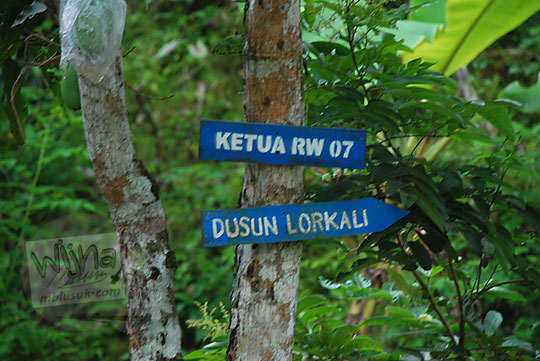 Papan petunjuk jalan menuju Dusun Lor Kali, Loano, Purworejo