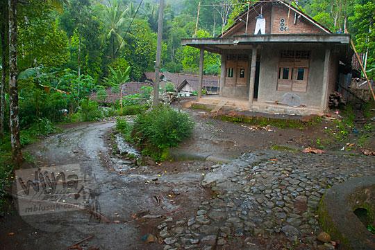Suasana pemandangan kehidupan di Dusun Lor Kali di Kecamatan Loano, pelosok Purworejo di perbukitan Menoreh