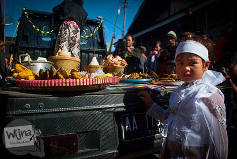 upeti dan sesaji yang diminta anak bajang saat Dieng Culture Festival 2014