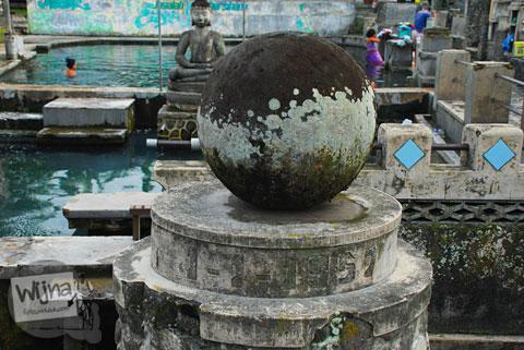 Tugu golog-gilig yang ada di Situs Umbul Tirtamulyani, Kebonarum, Klaten