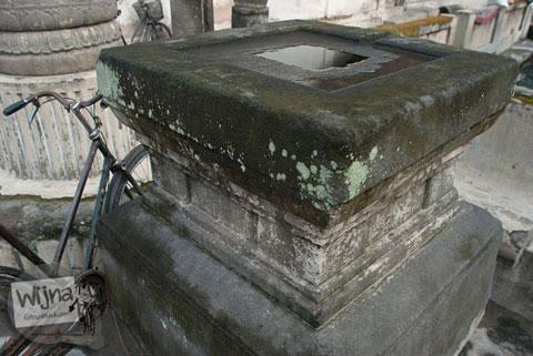 Benda purbakala Yoni yang ada di Situs Umbul Tirtamulyani, Kebonarum, Klaten