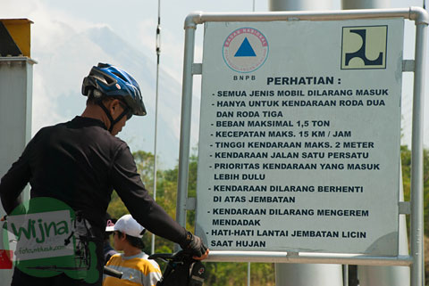 Aturan melintasi Jembatan Gantung Kali Boyong di Cangkringan, Sleman