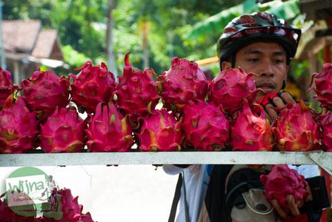 Rencana wisata kuliner budah durian menoreh manis dan murah di desa Banjaroya, Kulon Progo dan dekat Jembatan Duwet di desa Bligo, Ngluwar, Magelang