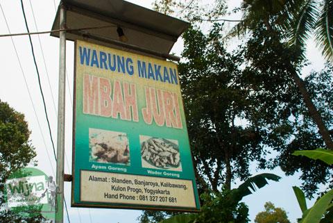 Plang nama Warung Wader Mbah Juri di Banjaroya, Kulon Progo
