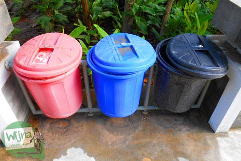 Tempat sampah organik di seputar Sendang Klampok, Mata air pengharapan di Salamrejo, Sentolo, Kulon Progo