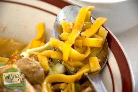 Jenis mie kuning yang dipakai di warung Bakmi Nyemek Bu Seto, Kemrajen, Banyumas
