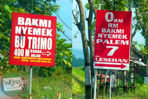 Papan promosi Bakmi Nyemek Bu Seto yang terdapat di sepanjang jalan raya Kemrajen, Banyumas