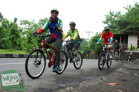 Bersepeda Santai ke Embung Nglanggeran Pathuk Gunungkidul, Yogyakarta di Hari Natal