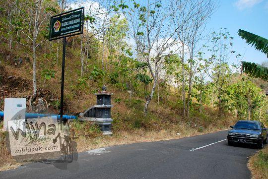 papan plang batas provinsi yogyakarta gunungkidul dengan jawa tengah wonogiri di ruas jalan raya dari pantai sadeng menuju pracimantoro