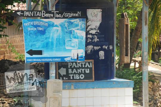 rute panduan arah yang ada di papan petunjuk menuju ke pantai grojokan banyutibo donoharjo pacitan