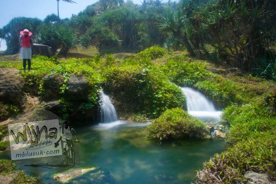 nama sungai jernih sumber mata air aliran air terjun di pantai grojokan banyutibo desa widoro donoharjo pacitan