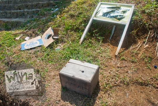 kotak amal sumbangan seikhlasnya di pantai grojokan banyutibo donoharjo pacitan saat masih belum terkenal