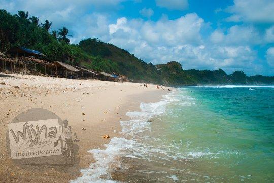 Pesona Pantai Nampu di Wonogiri Jawa Tengah yang menarik untuk Hunting Foto Matahari