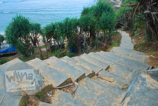 Pemandangan indah sepanjang perjalanan menuju Pantai Nampu di Wonogiri Jawa Tengah.