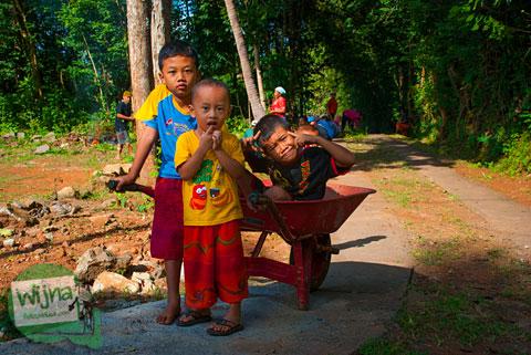 potret anak-anak kecil warga desa Semoyo, Patuk, Gunungkidul, Jogja yang ramah