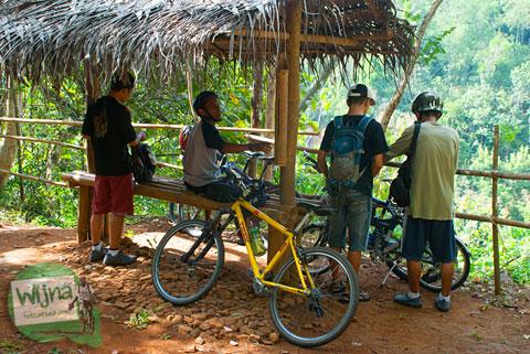 saung berugak gazebo untuk bersantai di kawasan Desa Wisata Jurug Taman Sari, Semoyo, Patuk, Gunungkidul
