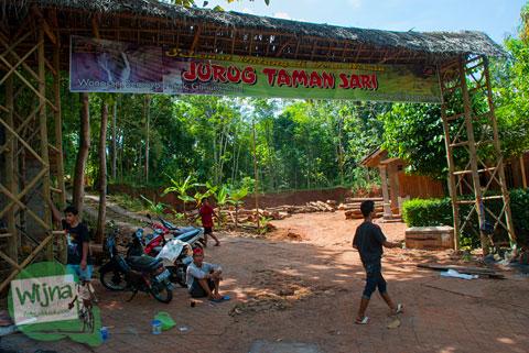 contoh model gapura selamat datang masuk ke Desa Wisata Jurug Taman Sari, Semoyo, Patuk, Gunungkidul