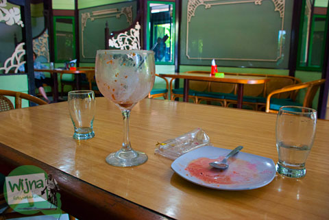 Suasana kafe es krim Tentrem khas kota Solo, Jawa Tengah di tahun 1950an